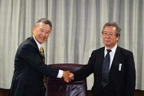 福地社長(左)と渡邉理事長(右)