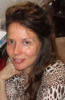 Mein Name ist Angelika Haßenpflug, ich bin 43 Jahre alt, Mutter von neun tollen Kindern und glücklich verheiratet. Das Talent zum modellieren entdeckte ich vor ca. 8 Jahren durch Gottes Führung. Zuvo