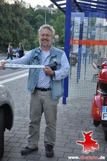 Mitorganisator Axel Gebert mit Rest-Stickers (FOTO  0berlahn.de)
