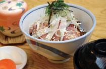 自慢の一品「銚子醤油の漬けさば丼」
