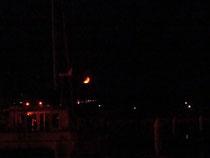船から見た 三日月 オ〜自然