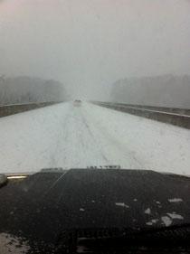 帰りは吹雪 高速道路50キロ制限