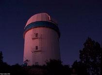 Observatorio astronómico al atardecer.