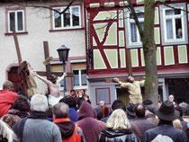 Auf dem Markt in Bensheim: 4. Bild: Kreuzigung