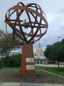 Monumento Milla Cero de la Tierra ubicado en el antiguo puerto de las Mulas de Sevilla.       © María Sánchez Mellado