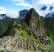 Indígenas aislados comparten el mismo Valle sagrado que Machu Picchu, al que visitan más de un millón de turistas cada año. © Survival