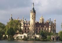 Schloss - auch Landtag - Foto: Annelene Spill