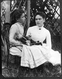 Ann Sullivan, avec Helen Keller, en juillet 1888