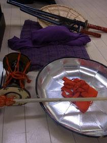 鼓・刀・笠・杖・風呂敷包み などの小道具