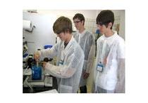 Schüler im Labor