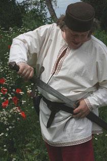 Gr. 52-56. Hemd mit aufwendiger Handstickerei.