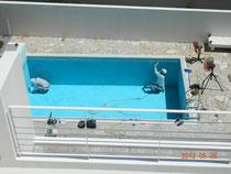 補修中のプール