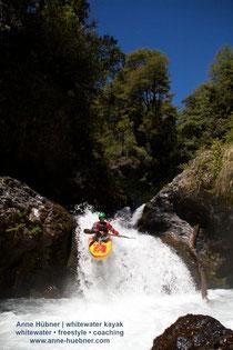 Paddeln am Rio Palguin beim Chile Kajak-Trip mit Anne Huebner