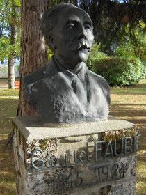 Monument de Gabriel Fauré, compositeur ariégeois, dans le parc de l'université de Foix(Ariège)