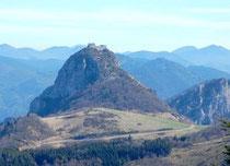Le château de Montségur /Ariège-Pyrénées. Les ruines visibles aujourd'hui sont celles du château militaire construit après le bûcher de 1244.