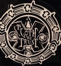 """Das offizielle Logo der Partyreihe """"In Goth We Trust"""""""