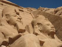 Les statues colossales d'Abou Simbel