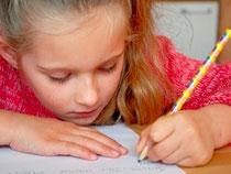 Mädchen schreibt