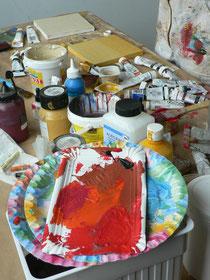 In unserer Kunstschule arbeiten wir mit vielen verschiedenen Materialien