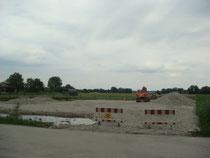 Öffentlicher Parkplatz im Bau gegenüber Chiemseepark