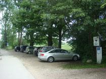Parkstreifen gegenüber dem Chiemgauhof