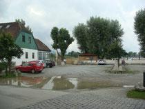 Aktuell noch Parkplatz - bald schon Standort für den Strandhaus Hotelerweiterungsbau?