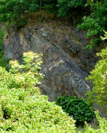 Quarzglimmer-Steinbruch rechts der Wachauer Straße Liegau, Ausläufer des Tannengrund-Steilhanges