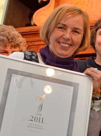 """Stellvertretend für das Museums-Team nimmt Katja Altmann 2011 den """"Sächsischen Museumspreis – Spezialpreis"""" entgegen. Foto: Redaktion """"die Radeberger"""""""
