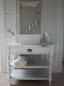 Waschtisch antik mit Regalböden