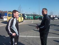 VFL Coach Sebastian Schütte (links) im Gespräch mit Jörg Baumann