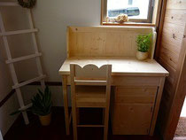 パイン材の学習机