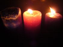 左が良い塩梅のキャンドル、左は火を灯したばかりのキャンドルです。