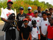 Donación a la Liga Deportiva Francis Perez Cenati (Morenay), de Claudio Batista, a traves de la Academia de baseball Freddy García.
