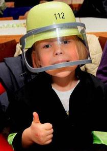 Kind als Feuerwehrmann verkleidet beim Pockinger Kinderfasching
