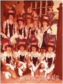 Blau-silber = die Garde im Jahr 1980 (mit Majorin Ulla Martin)