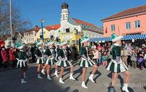 Pockinger Prinzengarde tanzt am Stadtplatz in Bad Griesbach