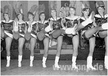 Hoch das Bein: Die Garde im Jahr 1964 mit Majorin Renate Scheidemandl.
