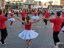 Katalanische Tanzgruppe (Sardana) - Bild: Wiki Creative Commons
