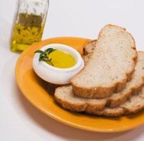 El aceite de oliva virgen extra, fundamental en la dieta mediterránea