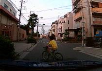 自転車 飛出し