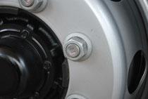新ISO方式ではボルトはすべて右ネジになり、先端に「R」の表示がある
