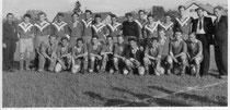 Hinten stehend die Mannschaft des TSV Murnau im Jahr 1954