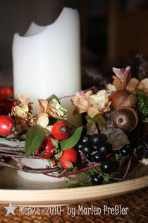 Marlen Preßler, MenZe -2010-, Herbstdeko, Naturkranz, Hagebutte, Eichel, Naturfloristik, Lavendel, Herbst