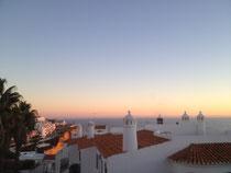 Het uitzicht vanaf uw privé dakterras bij zonsondergang
