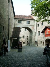 Der Eingang zur Ausstellung in der Hauptburg