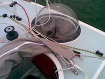 trou d'homme avec capote rabattue et bulle tribord