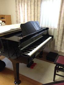 グランドピアノ、斜めからの撮影