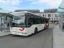 Un Irisbus Crossway LE 12 du réseau Illenoo. Il est surpris à la Gare Routière de Saint-Malo, lors d'un service sur la ligne 16a en destination de Dinard.
