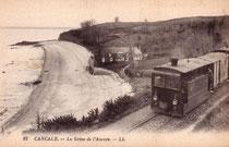 Tramway Paramé - Cancale-La-Houle longeant la mer, alors qu'il approche de son terminus.