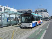 Le Heuliez Bus GX 127 numéro 21 du réseau KSMA de Saint-Malo à la Gare Routière, avant de s'élancer sur la ligne 6 en destination de Quelmer La Passagère.